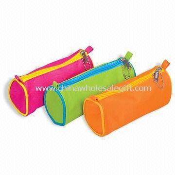 cosmetic-pouches-with-single-zipper-made-of-600d-polyester-and-pvc-16421446504
